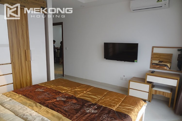Modern apartment with 2 bedroom and big balcony for rent in Vinhomes Nguyen Chi Thanh 12