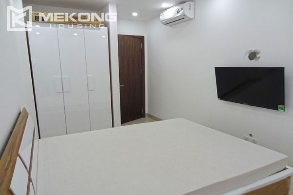 Modern apartment with 2 bedroom and big balcony for rent in Vinhomes Nguyen Chi Thanh 16