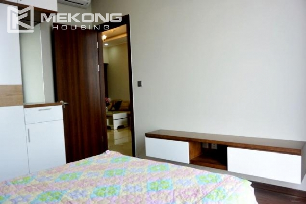 Modern apartment with 2 bedrooms for rent in Trang An Complex 5