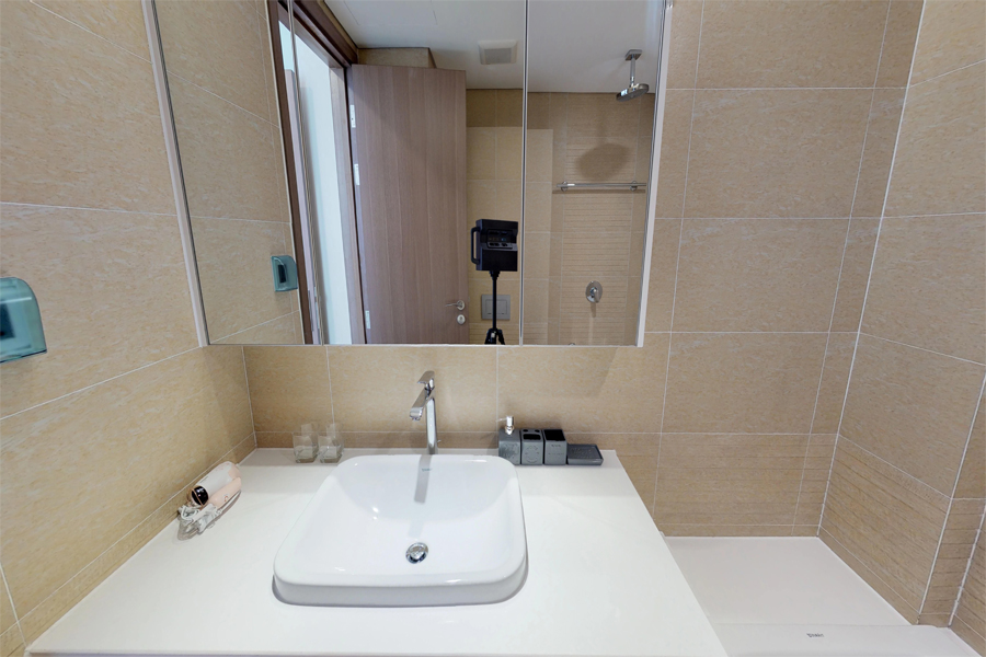 Modern design apartment with 2 bedroom on high floor in Vinhomes Metropolis, Lieu Giai street 14
