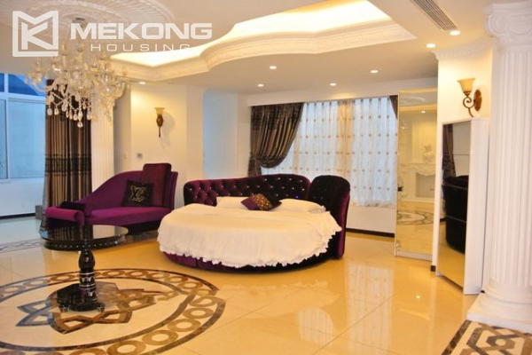 Modern furnished penthouse apartment with cozy 1 bedrooms for rent near Ba Dinh square, Hanoi 3
