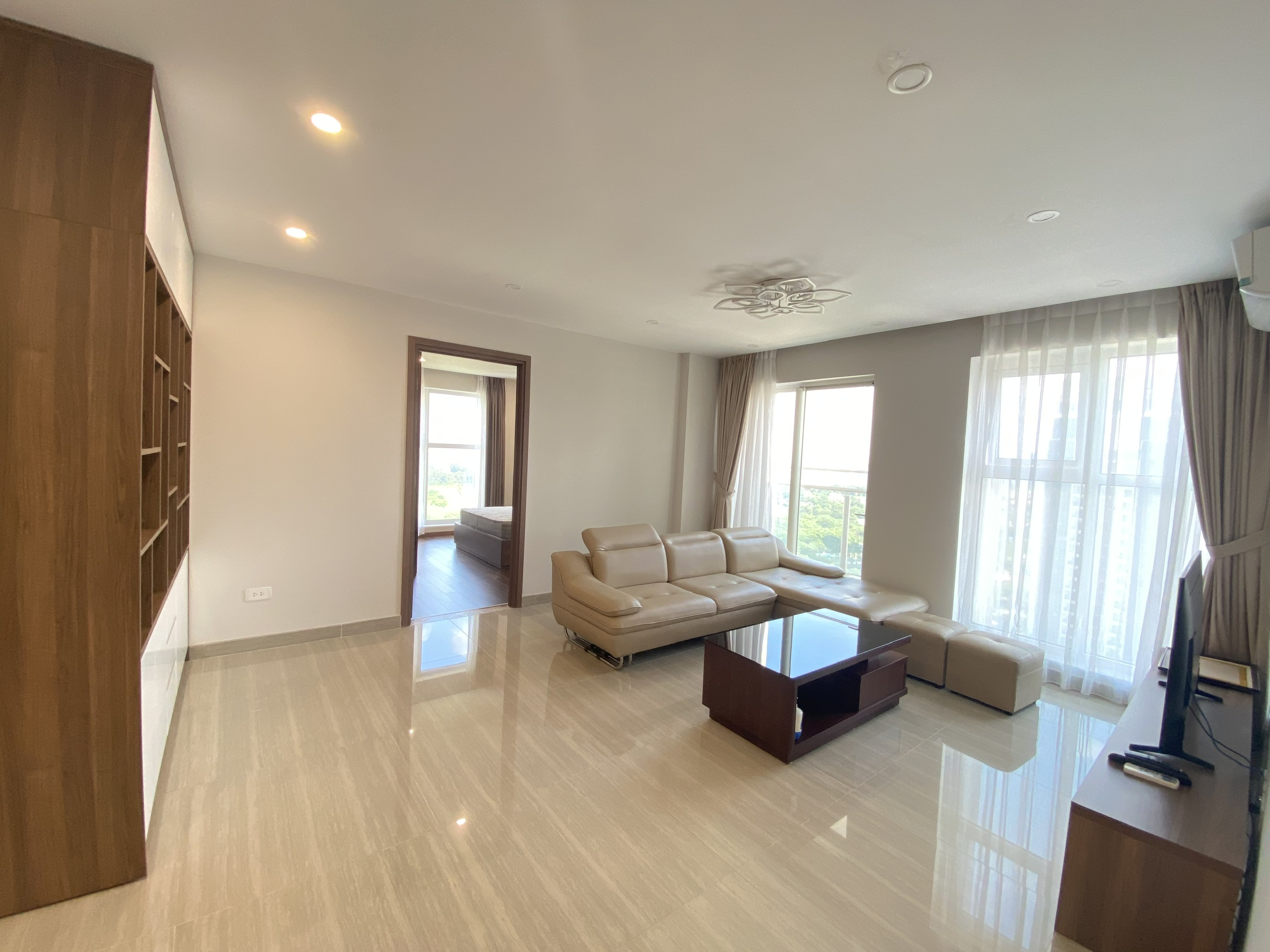 Nice apartment for rent at L3 building in Ciputra, area of 154 sqm, design 3 bedrooms, golf course view. Good price.