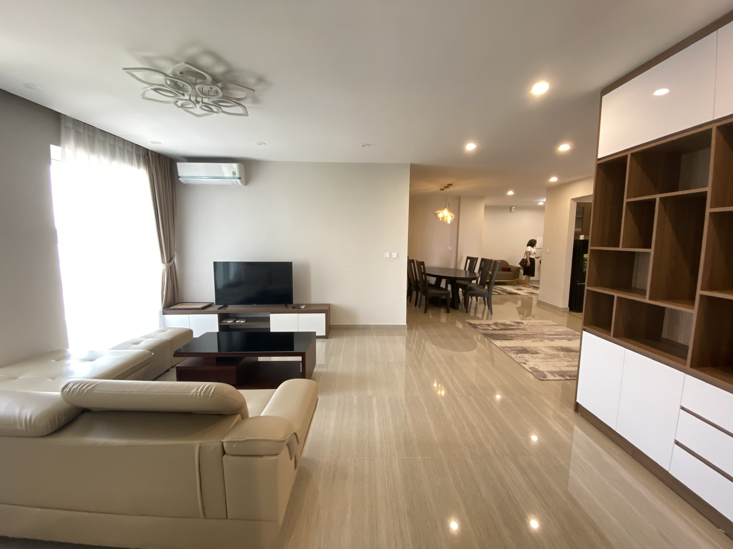 Nice apartment for rent at L3 biulding in Ciputra, area of 154 sqm, design 3 bedrooms, golf course view. Good price. 10