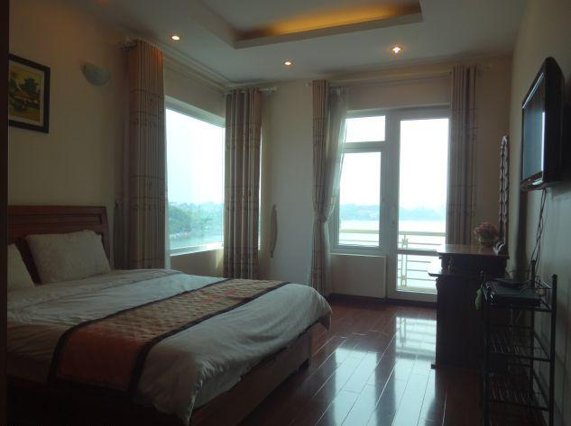 Nice lakeview serviced apartment for rent in Yen Phu street, Tay Ho district, Hanoi