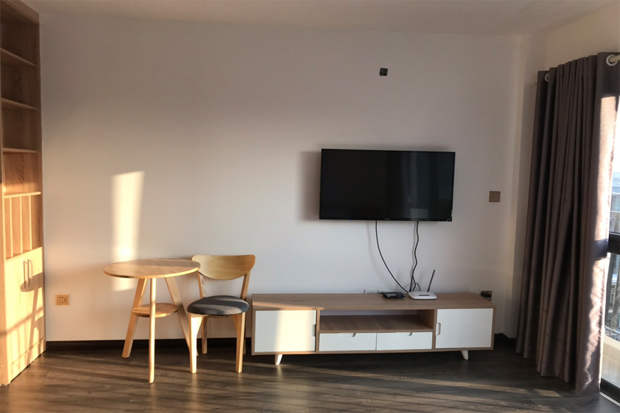 Nice serviced apartment with 1 bedroom for rent on Xuan Dieu street, Tay Ho district 1