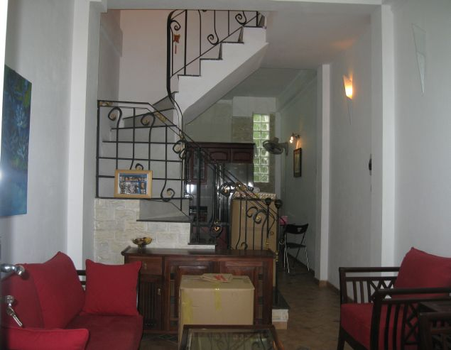 Nicely furnished house with 3 bedrooms at good price for rent in Au Co street