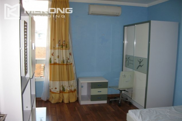 Nicely furnished house with 3 bedrooms at good price for rent in Au Co street 8