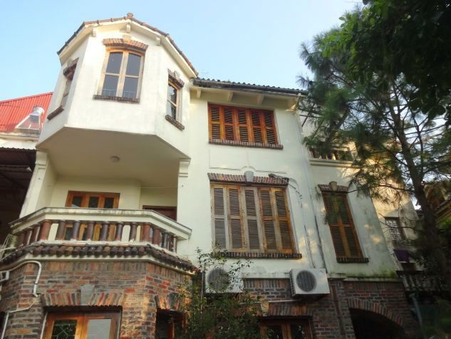 4 bedroom villa with swimming pool for rent in Xuan Dieu street, Tay Ho