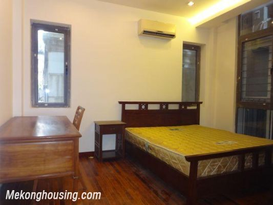 One bedroom serviced apartment for rent in Dang Thai Mai street, Tay ho district, Hanoi 4