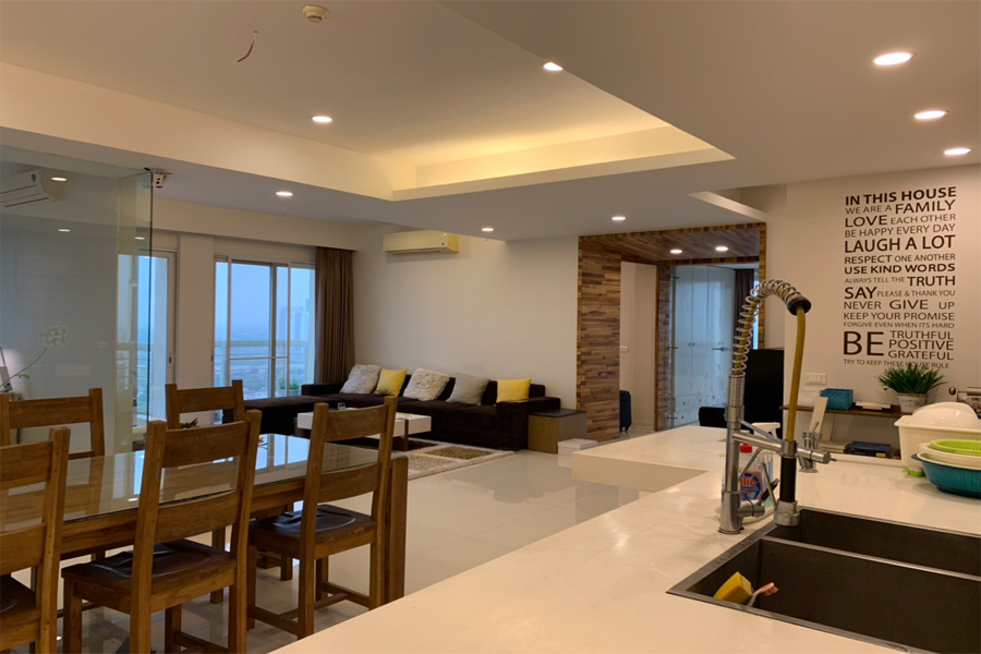 Outstanding apartment with modern design for rent in E5 tower Ciputra 2