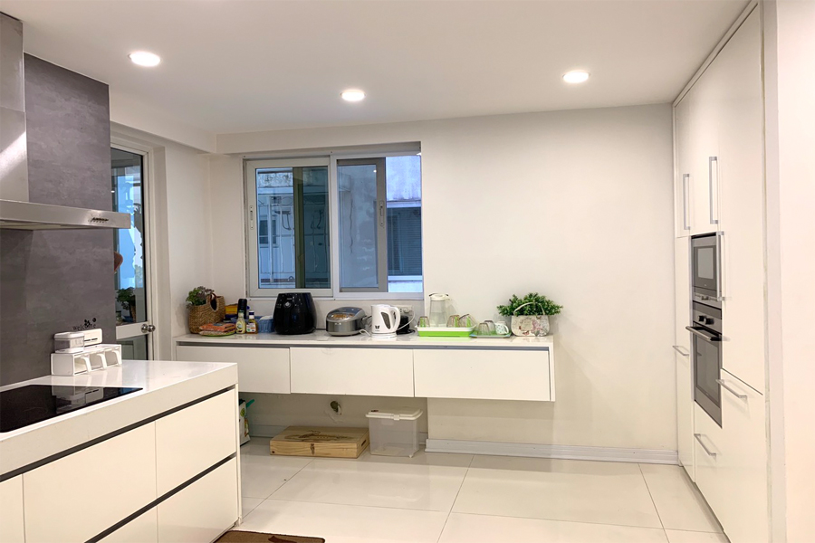 Outstanding apartment with modern design for rent in E5 tower Ciputra 7