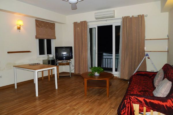 Serviced apartment with 1 bedroom for rent in Hoang Hoa Tham street, Ba Dinh, Hanoi