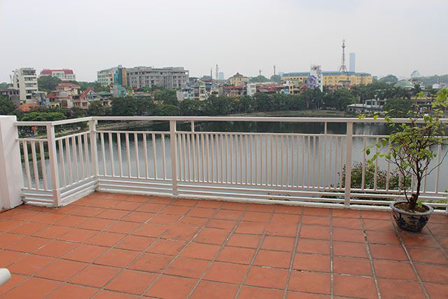 Spacious 2 bedroom apartment with Truc Bach lake view for rent