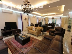 Spacious and modern villa with large garden for rent in Tay Ho district