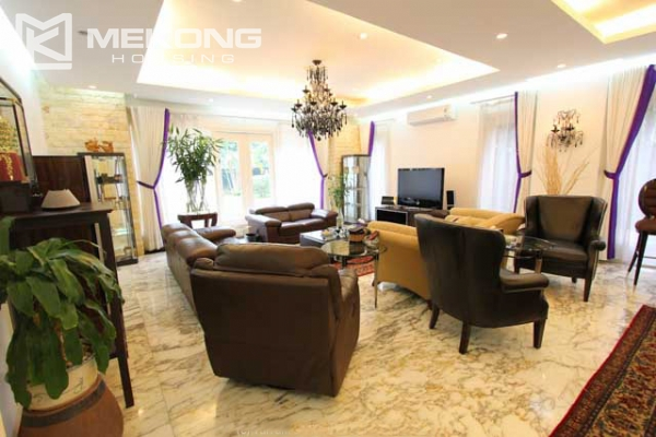 Spacious and modern villa with large garden for rent in Tay Ho district 6