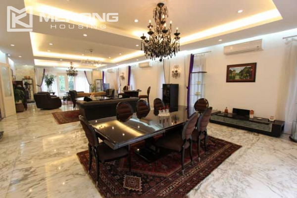 Spacious and modern villa with large garden for rent in Tay Ho district 9