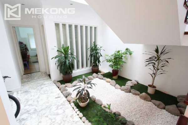Spacious and modern villa with large garden for rent in Tay Ho district 15
