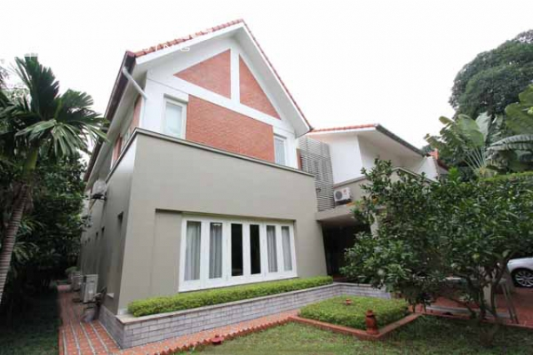 Spacious and modern villa with large garden for rent in Tay Ho district 1