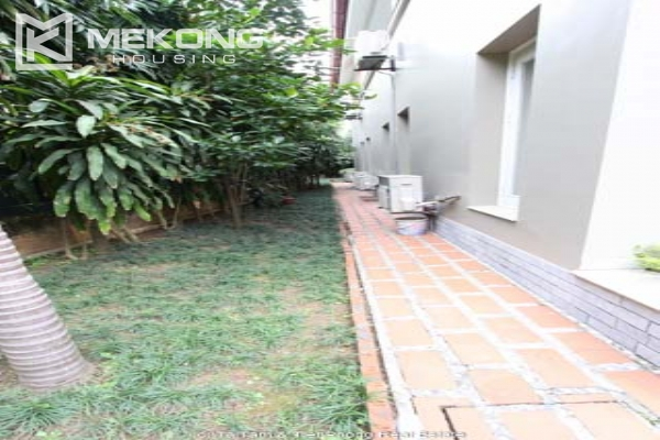 Spacious and modern villa with large garden for rent in Tay Ho district 4