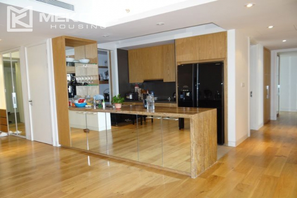 Spacious and well designed apartment with 3 bedrooms for rent in Indochina Plaza Hanoi 4