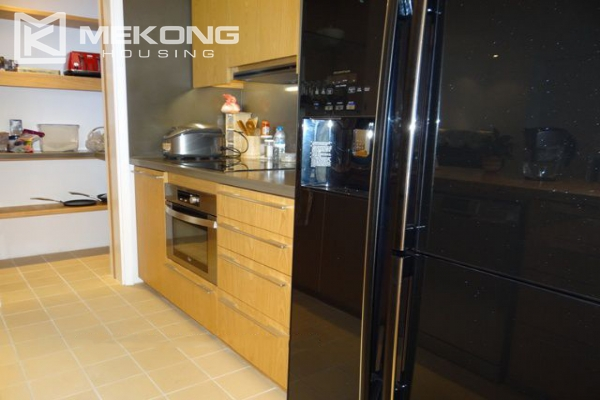 Spacious and well designed apartment with 3 bedrooms for rent in Indochina Plaza Hanoi 5