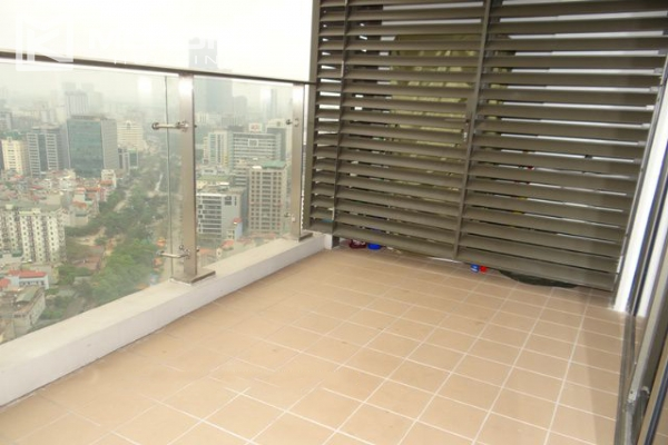 Spacious and well designed apartment with 3 bedrooms for rent in Indochina Plaza Hanoi 7