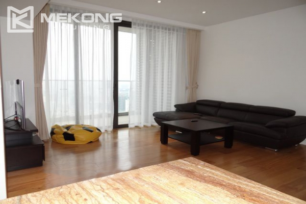 Spacious and well designed apartment with 3 bedrooms for rent in Indochina Plaza Hanoi 8