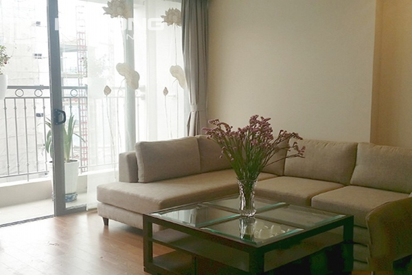 Spacious apartment with 3 bedrooms and modern furniture in Vinhomes Nguyen Chi Thanh 1