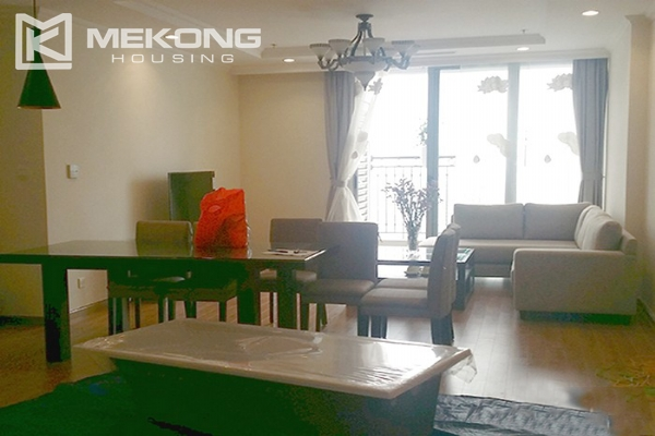 Spacious apartment with 3 bedrooms and modern furniture in Vinhomes Nguyen Chi Thanh 2