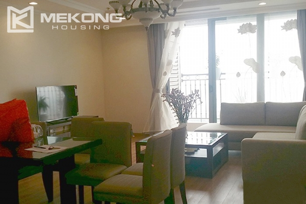 Spacious apartment with 3 bedrooms and modern furniture in Vinhomes Nguyen Chi Thanh 3