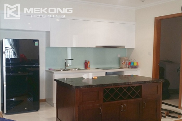 Spacious apartment with 3 bedrooms and modern furniture in Vinhomes Nguyen Chi Thanh 4
