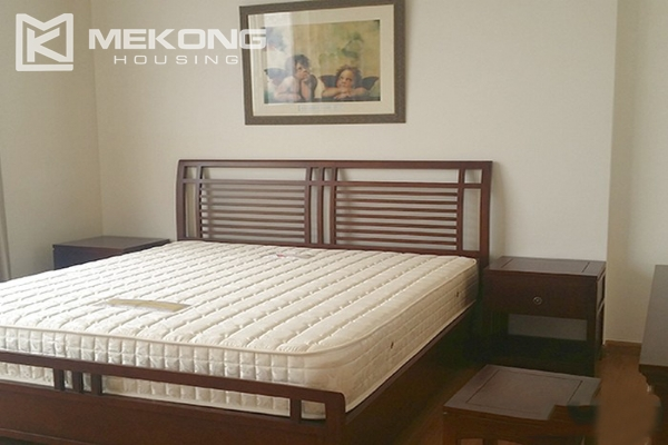 Spacious apartment with 3 bedrooms and modern furniture in Vinhomes Nguyen Chi Thanh 6