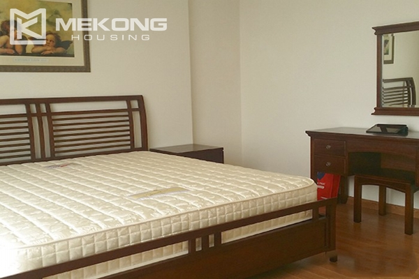Spacious apartment with 3 bedrooms and modern furniture in Vinhomes Nguyen Chi Thanh 7