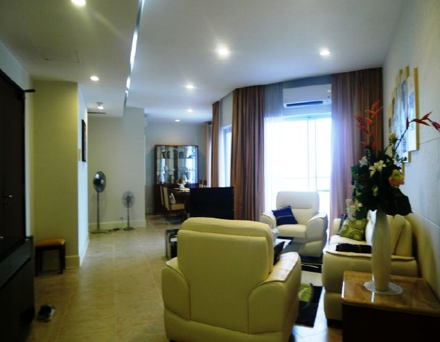 3 bedroom apartment overlooking Westlake in Golden Westlake