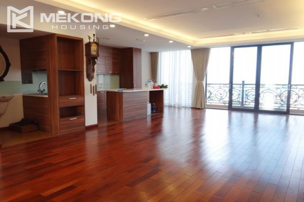 Spacious penthouse with panorama Westlake view for rent in Xuan Dieu street 2