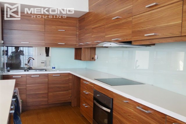 Spacious penthouse with panorama Westlake view for rent in Xuan Dieu street 10