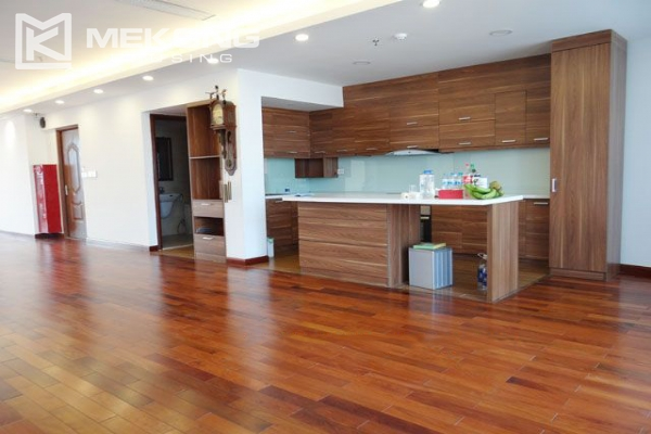 Spacious penthouse with panorama Westlake view for rent in Xuan Dieu street 6