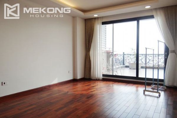 Spacious penthouse with panorama Westlake view for rent in Xuan Dieu street 12