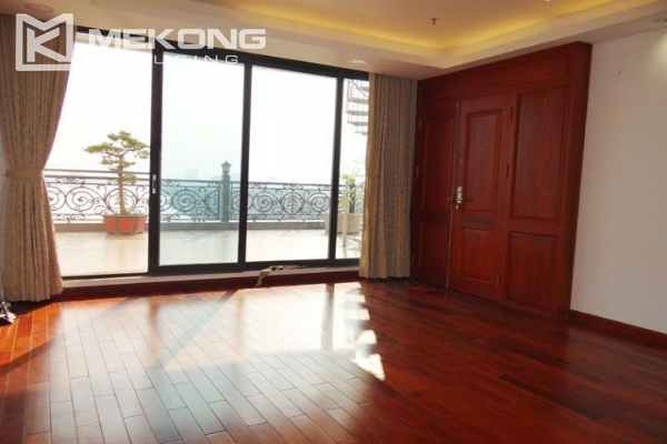 Spacious penthouse with panorama Westlake view for rent in Xuan Dieu street 13
