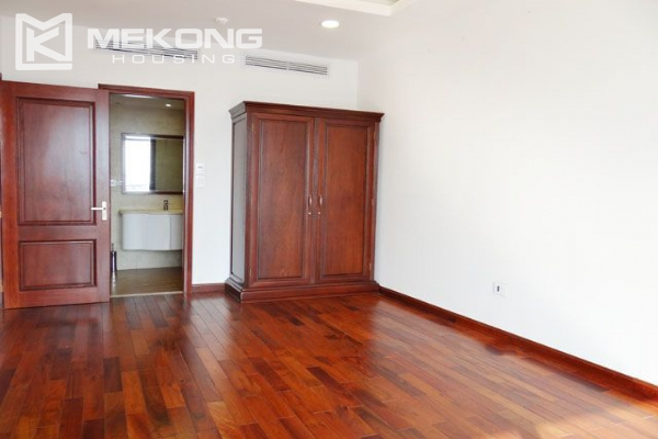 Spacious penthouse with panorama Westlake view for rent in Xuan Dieu street 14
