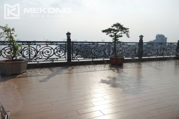 Spacious penthouse with panorama Westlake view for rent in Xuan Dieu street 16