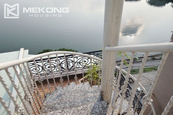 Spacious penthouse with panorama Westlake view for rent in Xuan Dieu street 18