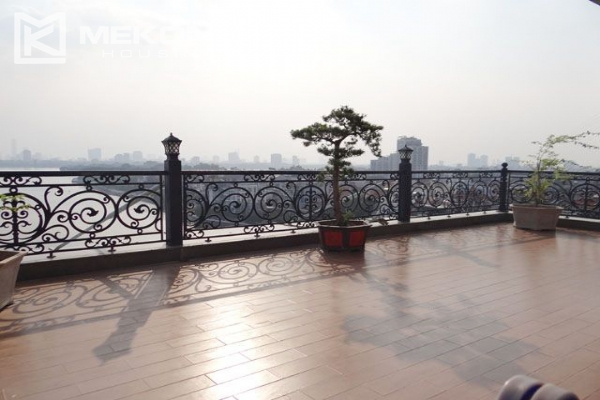 Spacious penthouse with panorama Westlake view for rent in Xuan Dieu street 4