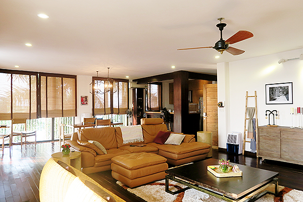 Spacious serviced apartment with 4 bedrooms, large balcony and lake view in Xom Chua, Tay Ho