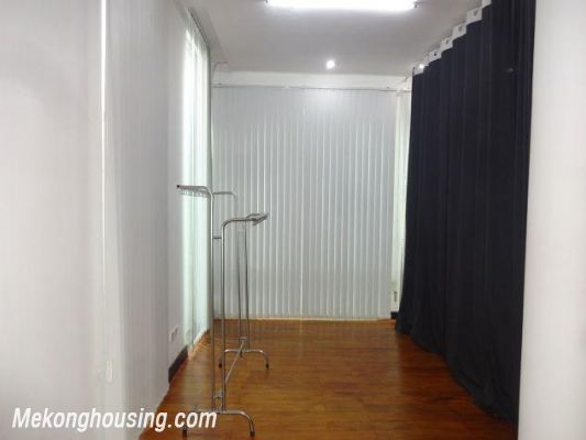 Spacious studio apartment for rent in Dang Thai Mai street, Tay Ho district, Hanoi 6