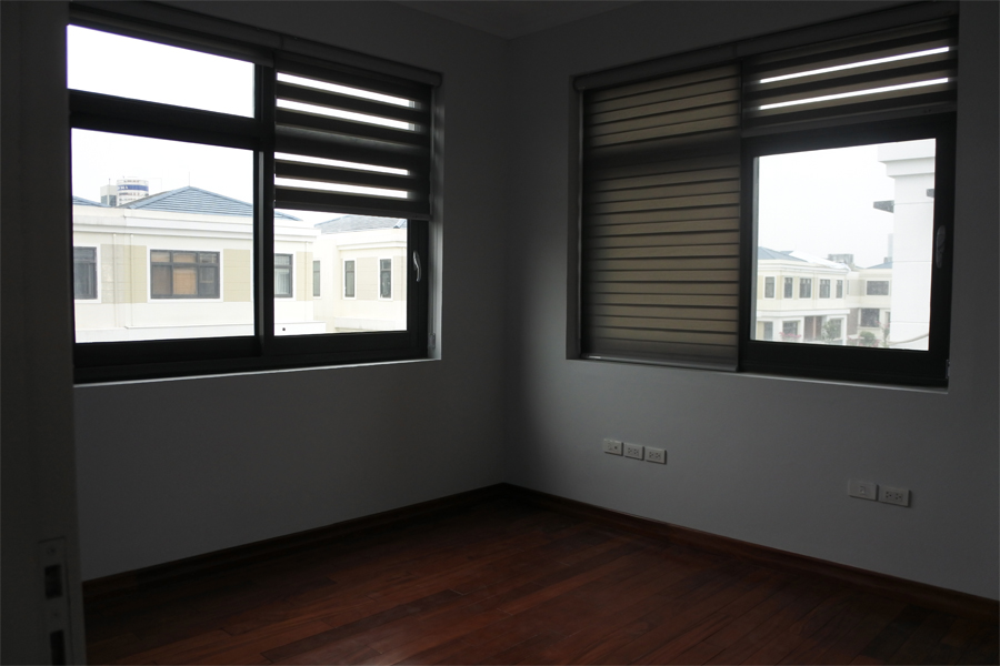 Spacious villa with 6 bedrooms for rent in Starlake, Tay Ho district. 11