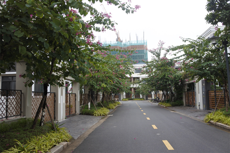 Spacious villa with 6 bedrooms for rent in Starlake, Tay Ho district. 18