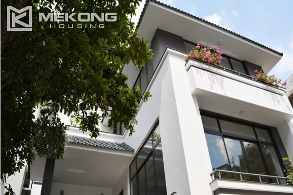 Spacious villa with swimming pool for rent in Tay Ho 1