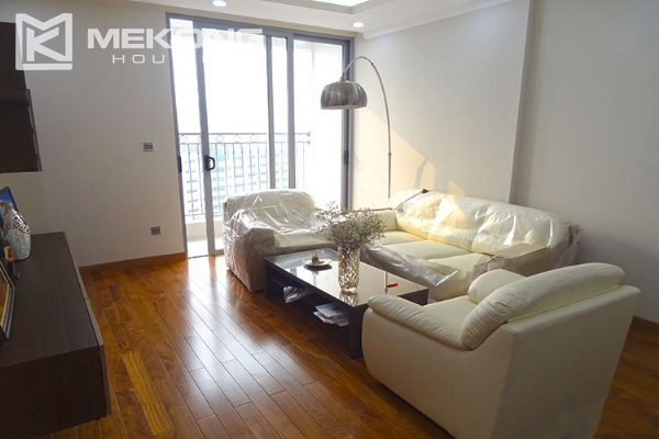 Stunning apartment with 2 bedroom and big balcony for rent in Vinhomes Nguyen Chi Thanh 2