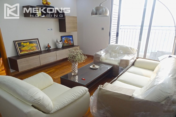 Stunning apartment with 2 bedroom and big balcony for rent in Vinhomes Nguyen Chi Thanh 3